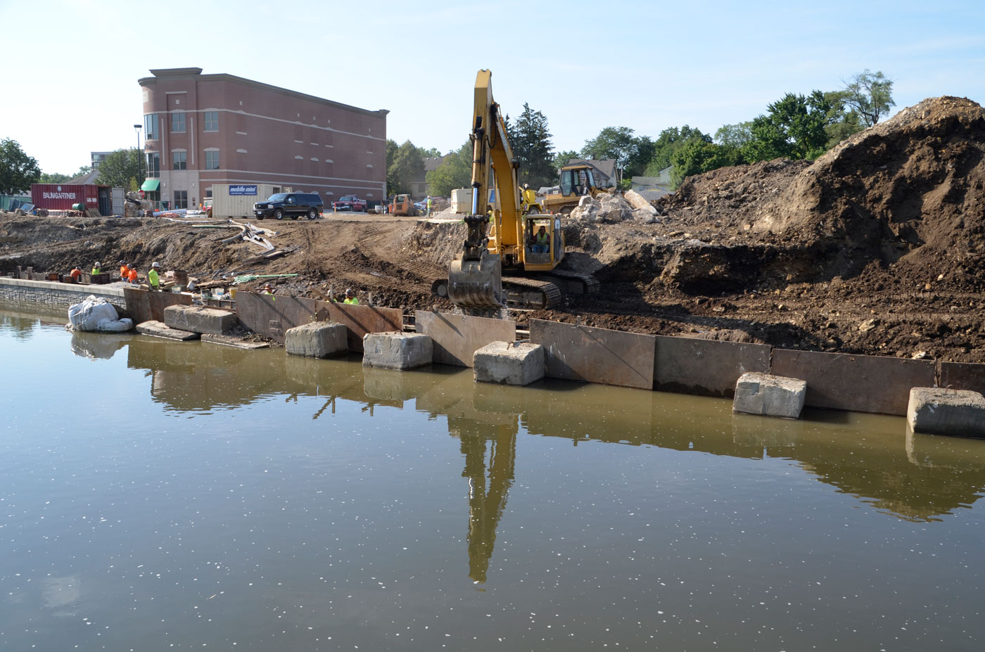 Menunjukkan perkembangan water street district downtown naperville