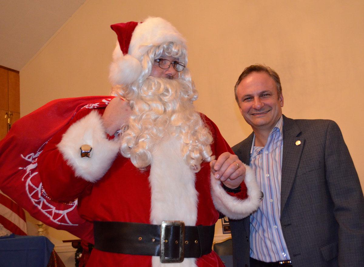 Santa-&-John-Nania-web-DSC2329
