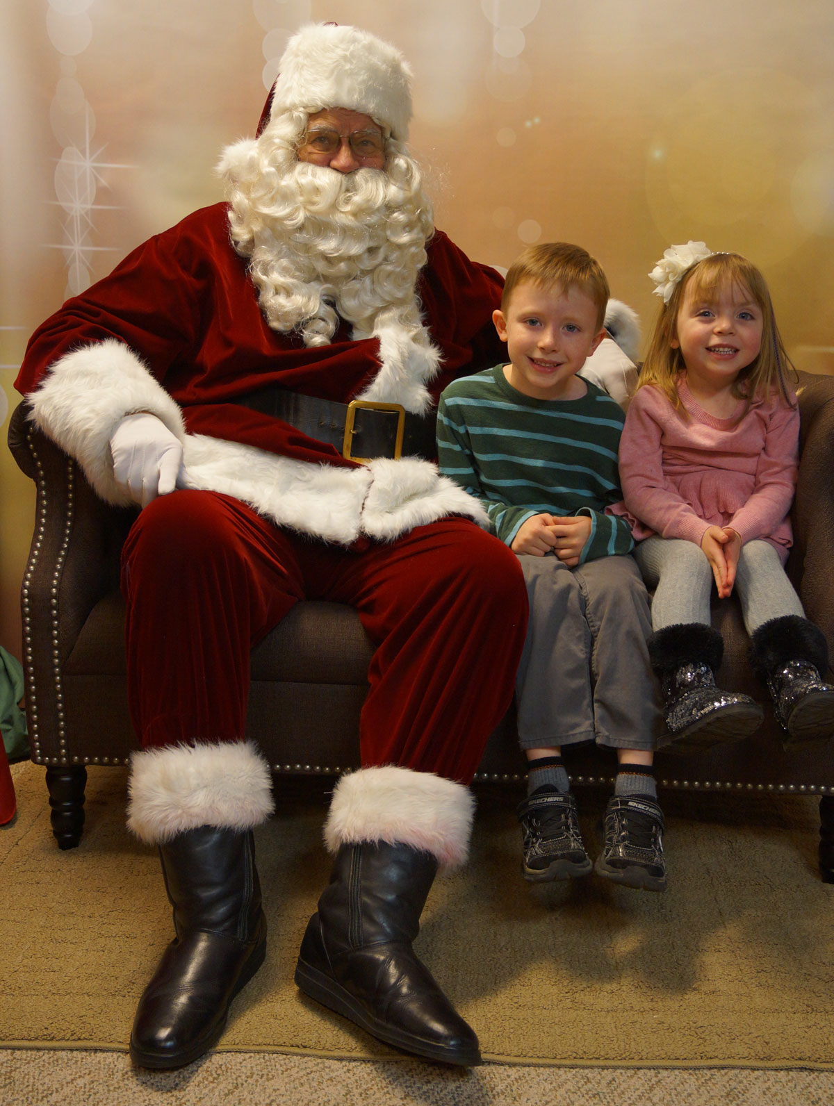Santa-with-Cory-&-Molly-Huard-2015